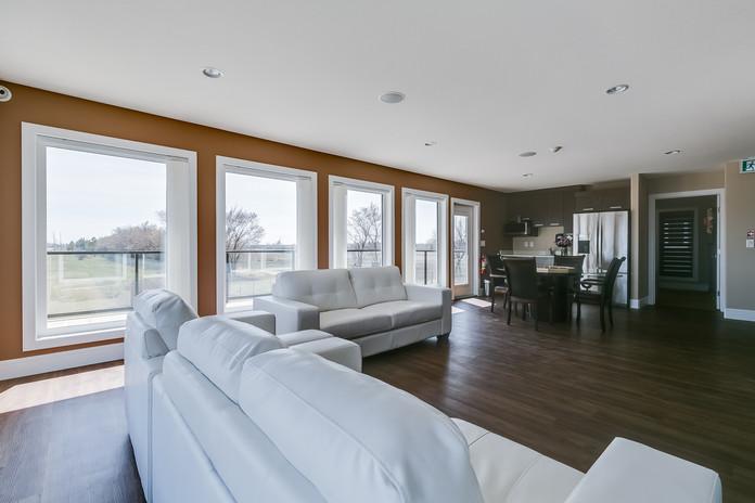 Warm 'n' Cozy - Living Area