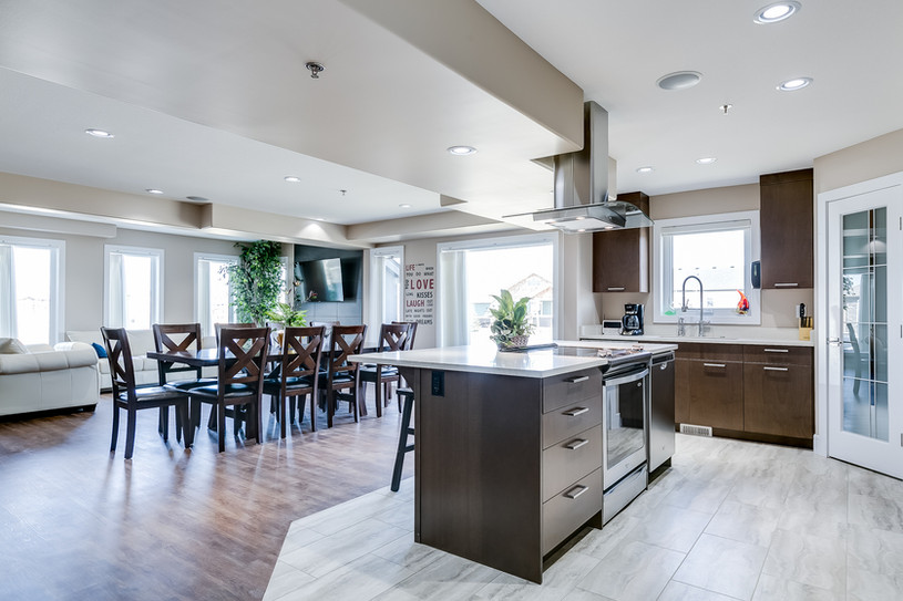 Warm 'n' Cozy - Kitchen and Dining
