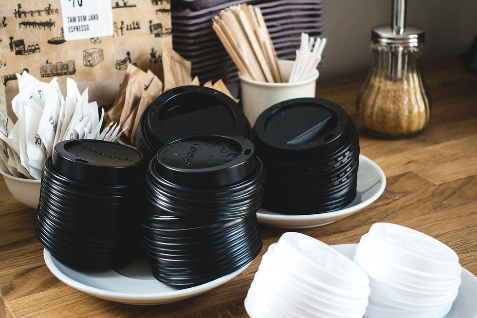 foodiesfeed.com_black-paper-cup-lids-for