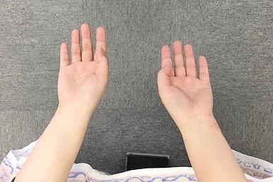 腕の長さが違う