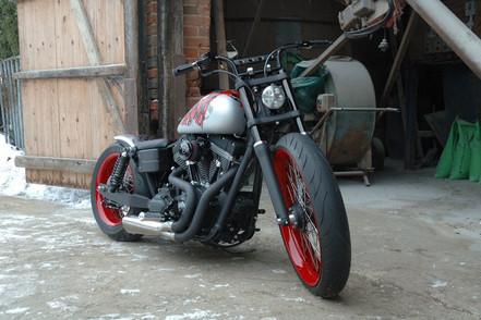 Harley-Davidson Dyna build 'Voodoo Bob'