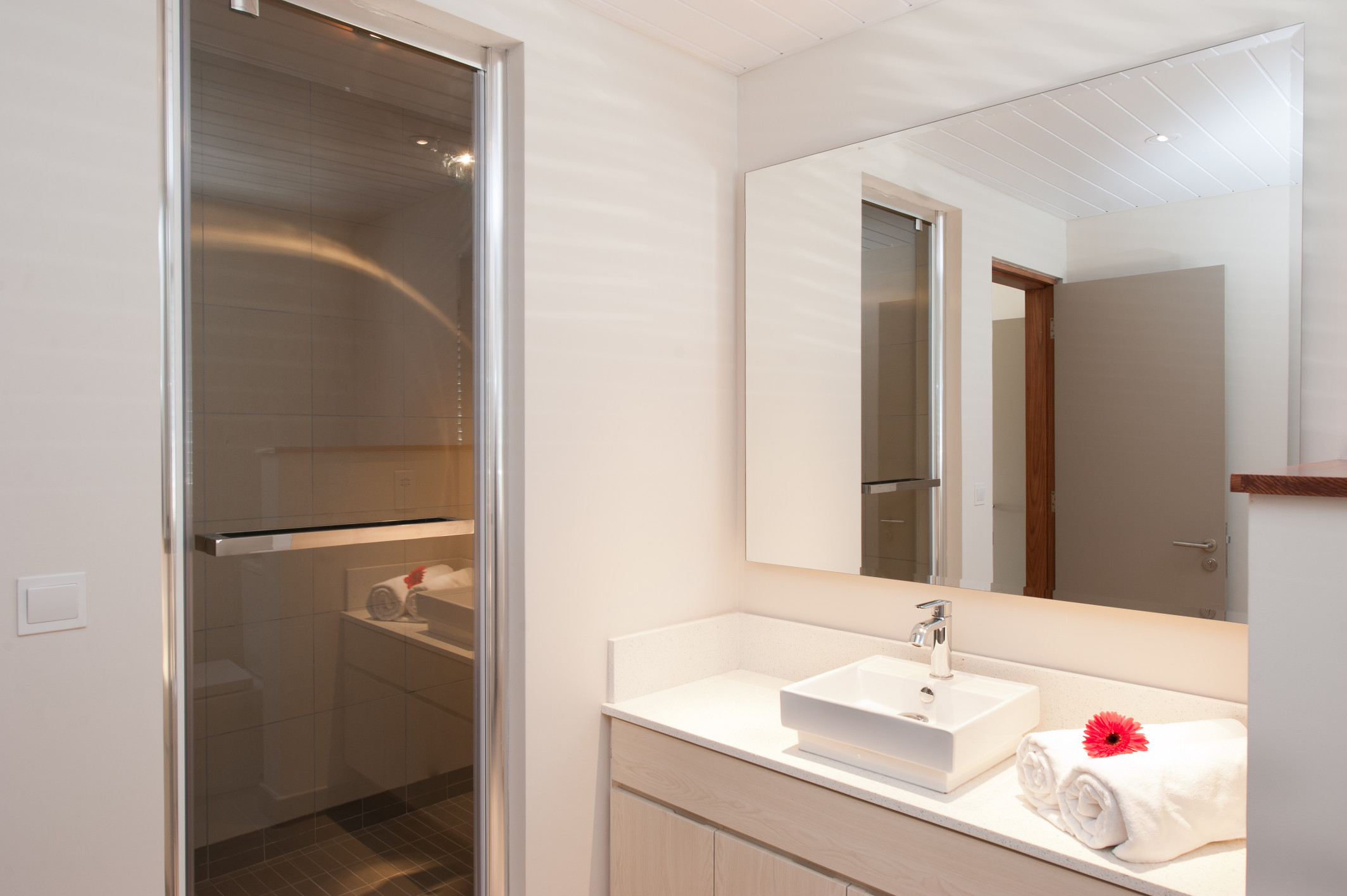 La Residence - Bathroom - 03.jpg