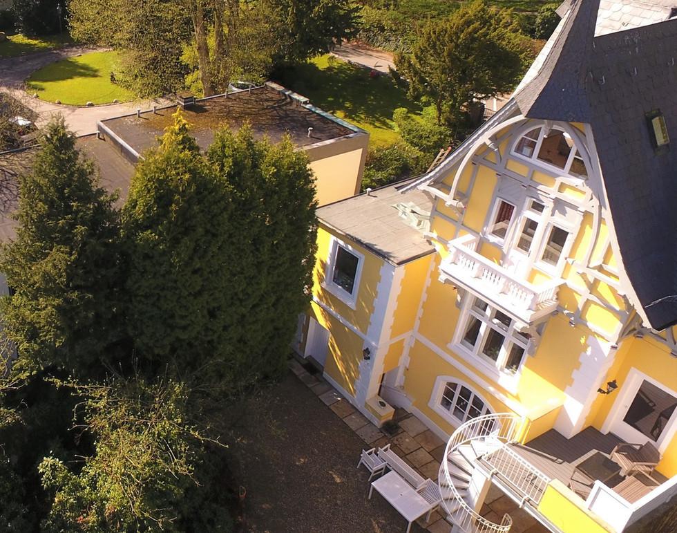Luftaufnahme Villa .jpg