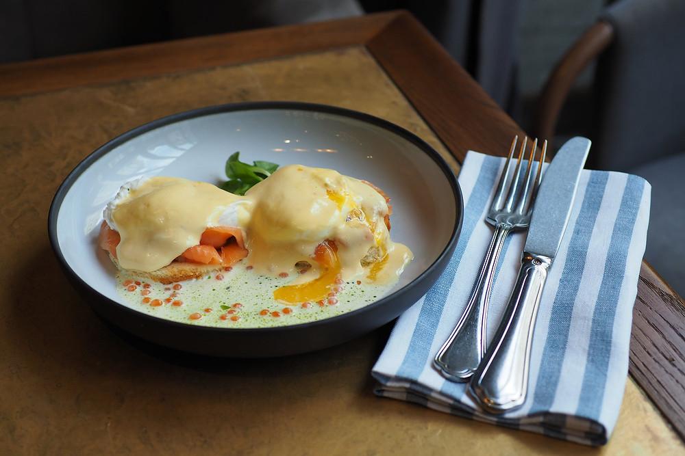 Moregrill. Яйца Бенедикт с лососем