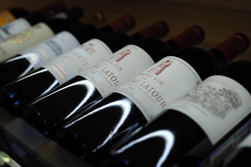 ДК Вкуса. Внушительный выбор вина в винотеке Монополь.