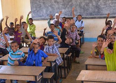 La Fondation et ses projets humanitaires avec Enfants du Désert