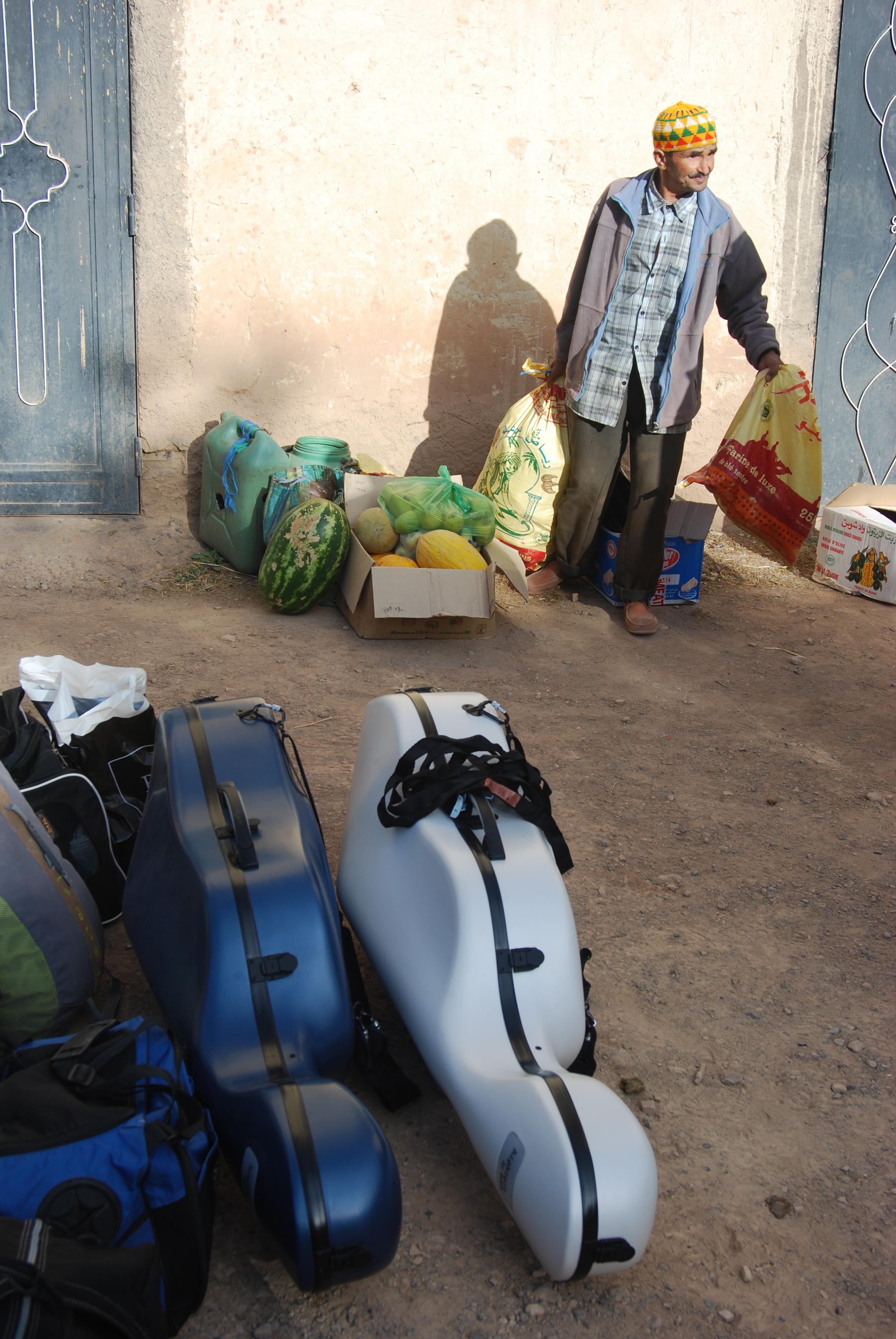 Aziz se prépare, Maroc