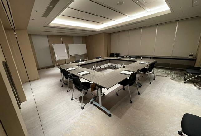 Square Style Meeting Room 2.jpg