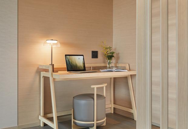 Fraser Suites Akasaka, Tokyo_Corner Deluxe (Rm2212)_Desk (close up).jpg