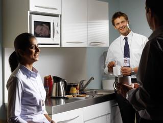 Чем опасны посиделки на кухне в офисе?