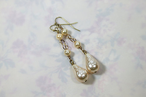 Triple pearl and wire earrings