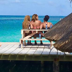 Relaxing in the beauty of the ocean havi