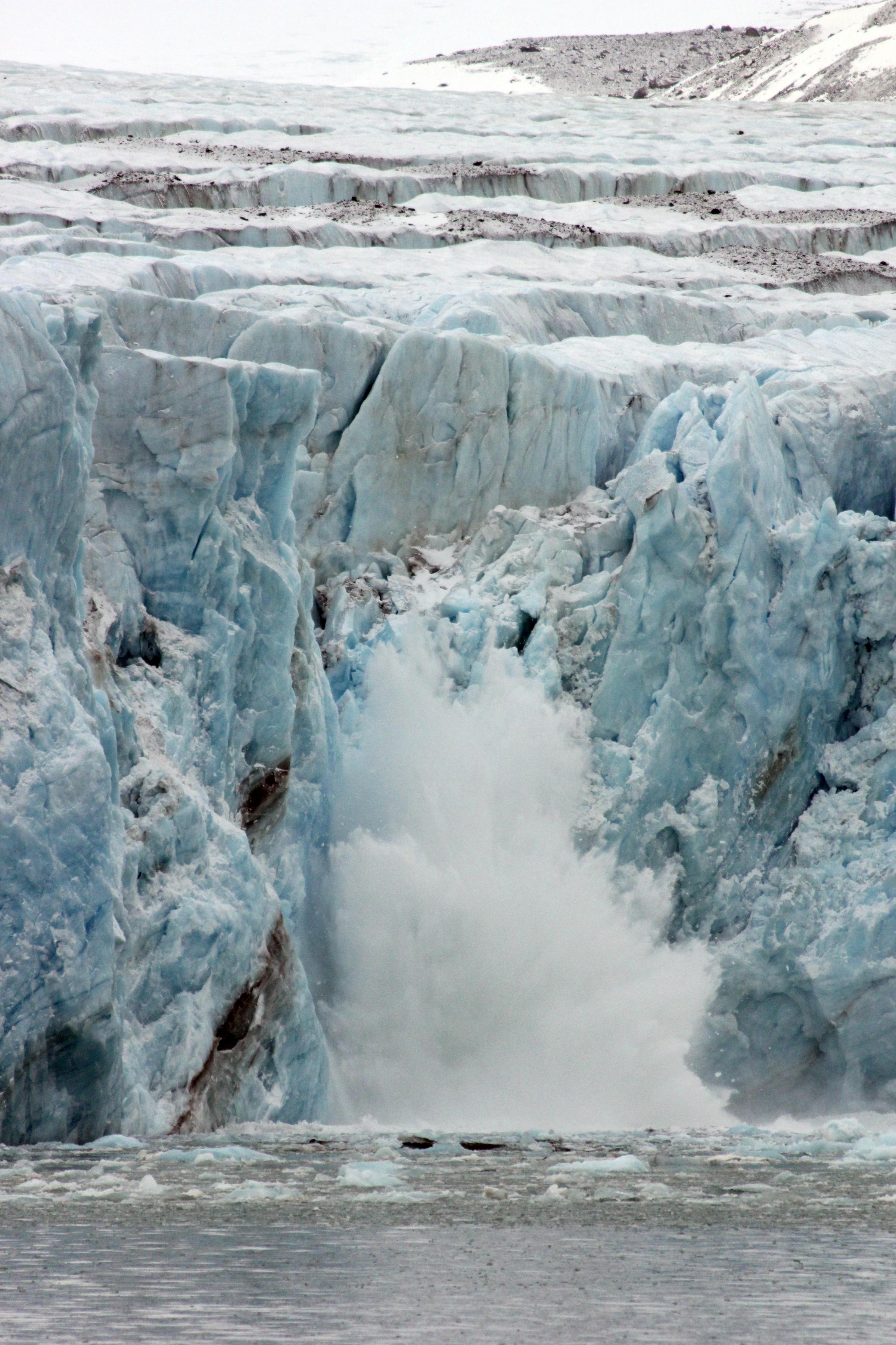 Calving_Glacier_credit_Danielle_Eubank_Svalbard_Oct2014