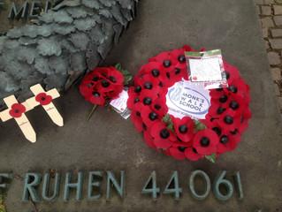 English School Children German Soldiers - Englische Schüler trauern um deutsche Soldaten