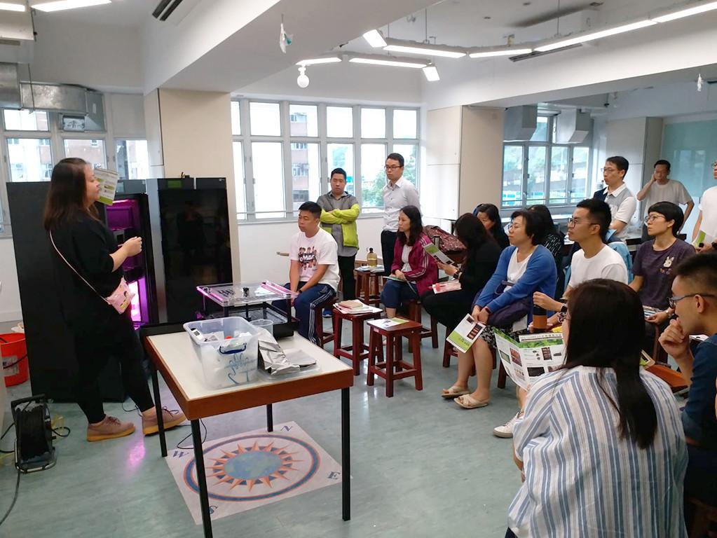九龍灣聖若𨌺天主教小學