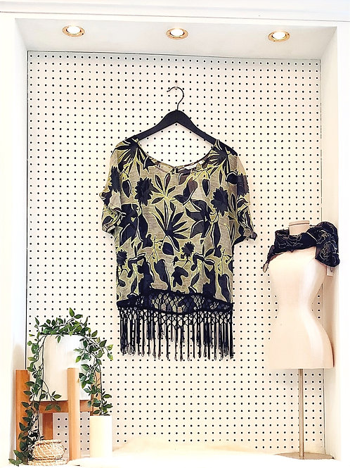 Reitmans Shot Sleeve Knit with Tassel Hemline - Size L