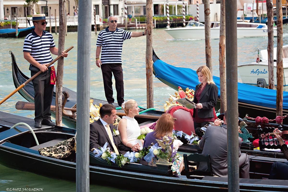 laure jacquemin venice symbolic wedding gondola   (10)