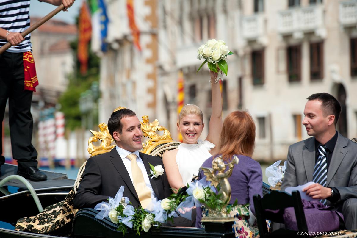 laure jacquemin venice symbolic wedding gondola   (7)