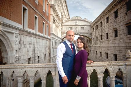Photographer venice couple love engagmen