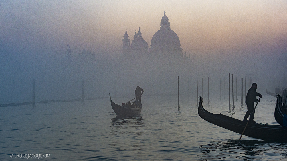 photography of venice under the fog (21)