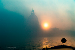 photography of venice under the fog (7).