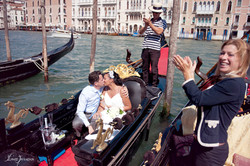 symbolic wedding venice gondola photography (5)