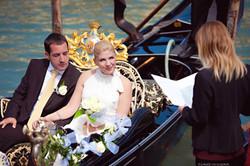laure jacquemin venice symbolic wedding gondola   (11)