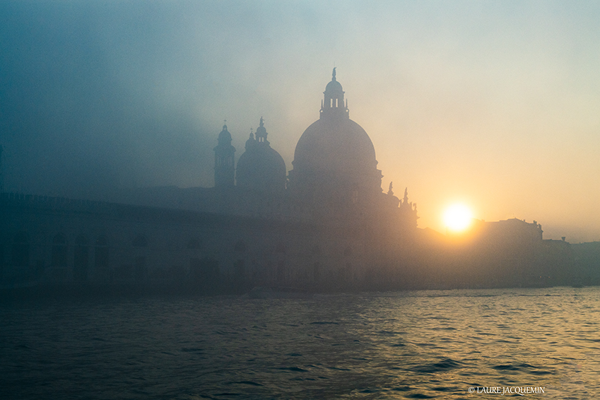 photography of venice under the fog (8).
