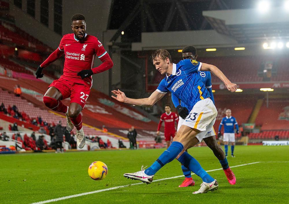 De volta ao normal: Oruimgi tropeça na bola contra o Brighton    Fonte: Twitter