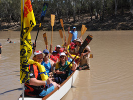 Dragon Boat Takes To The Darling River!