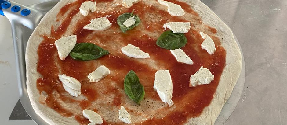Come fare una pizza Napoletana - How to make a Neapolitan pizza.