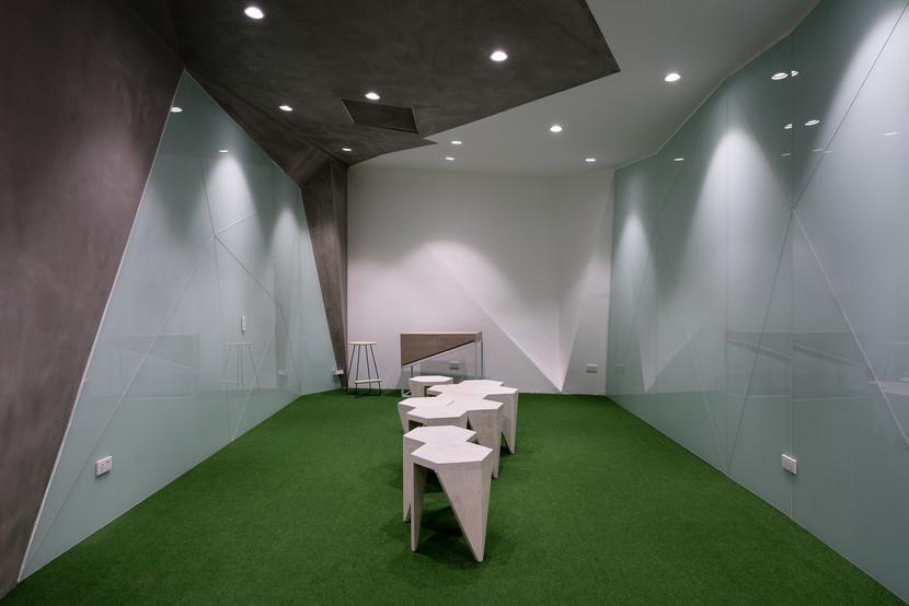room9 (8).jpg