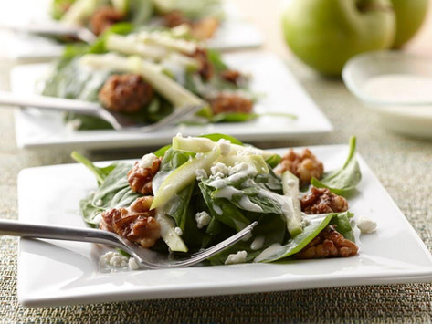 Creamy Apple Vinaigrette with Baby Spinach, Candied Walnuts, Green Apple and Goat Cheese
