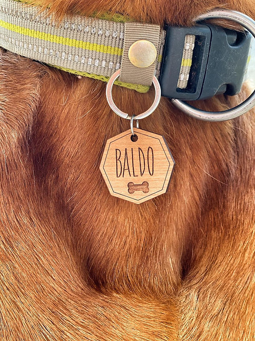Hundemarke achteckig aus Holz mit Name und Anschrift personalisierbar