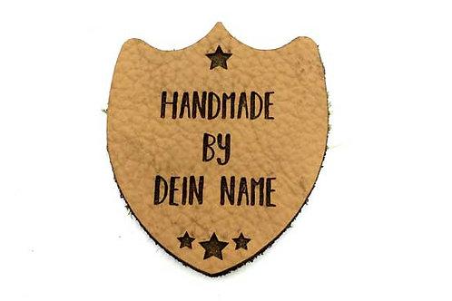 """Wappen """"Handmade by"""" mit Wunschtext"""