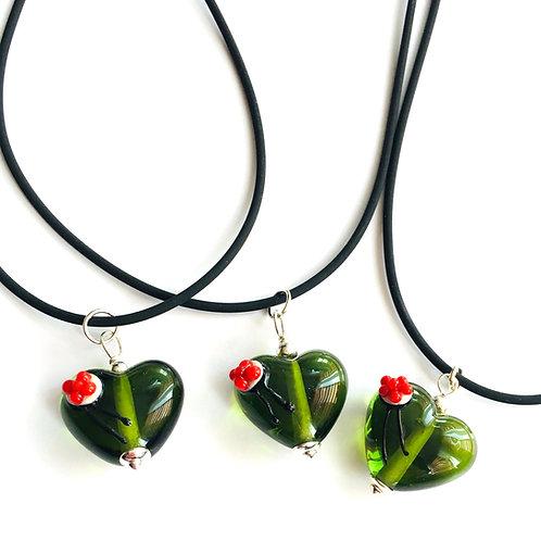 Halskette mit Schwarzwaldherz aus Glas, grün oder grau