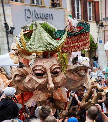 spectacles de rue avec marionnettes assahira