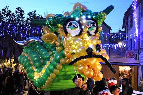 sculpture de dragon sur balllons dragon