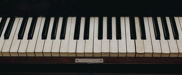 close-up-instrument-keyboard-1516903.CRO