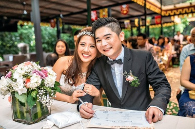 Couple having a Solemnization in Singapore