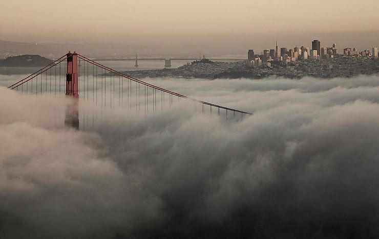 golden-gate-bridge-in-clouds-wallpaper.j