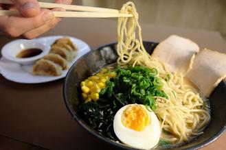 chashu ramen with gyoza 持ち上げ.jpeg