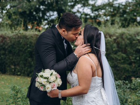 Wedding Day Kisses – Pucker-up People!