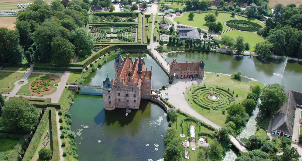Get married in the castle Egeskov in Denmark