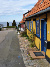 Colored-houses-in-Gudhjem