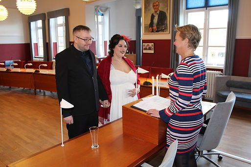 A couple getting married quickly in Denmark in Maribo town hall