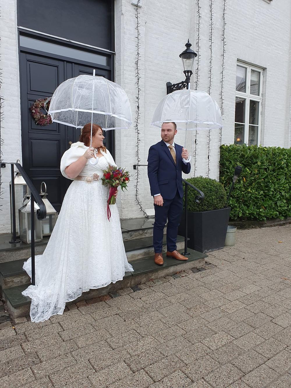 wedding-couple-under-rein