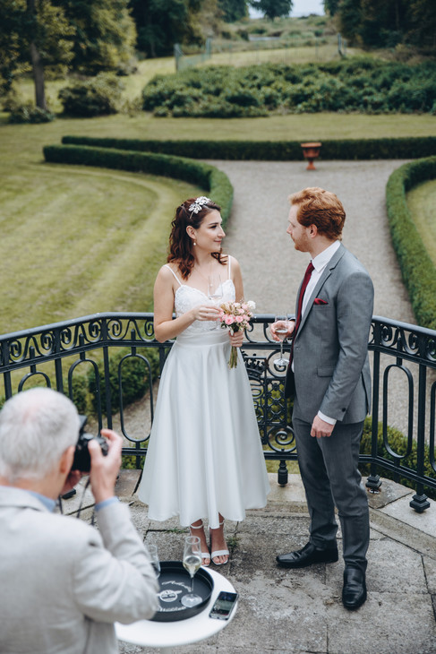 A wedding island ceremony at the Vindeholme Castle, perfect for your elopement in Denmark and Danish weddings.