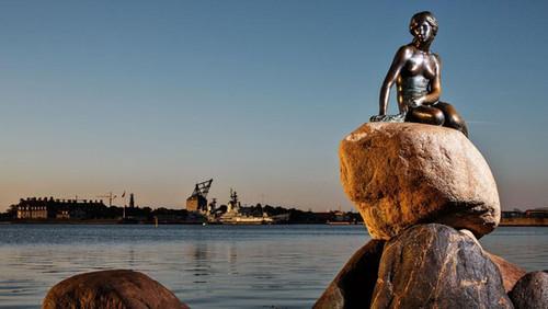 The symbol of Copenhagen - the little mermet - experience it during your wedding in Denmark