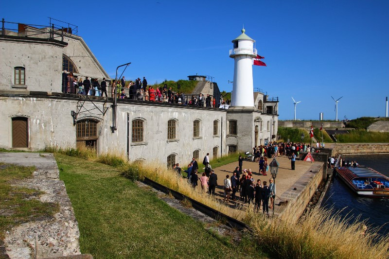 Guests in the fort - a perfect wedding venue in Denmark